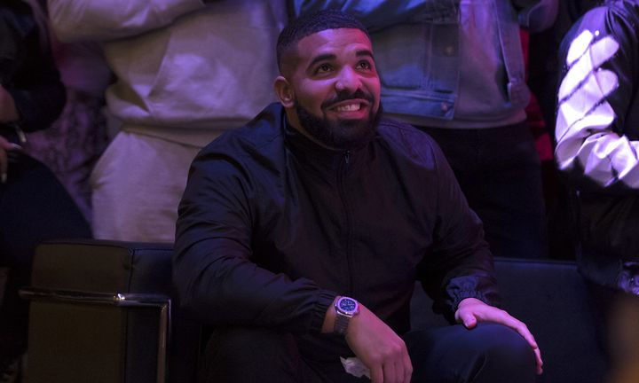 Drake smiling courtside