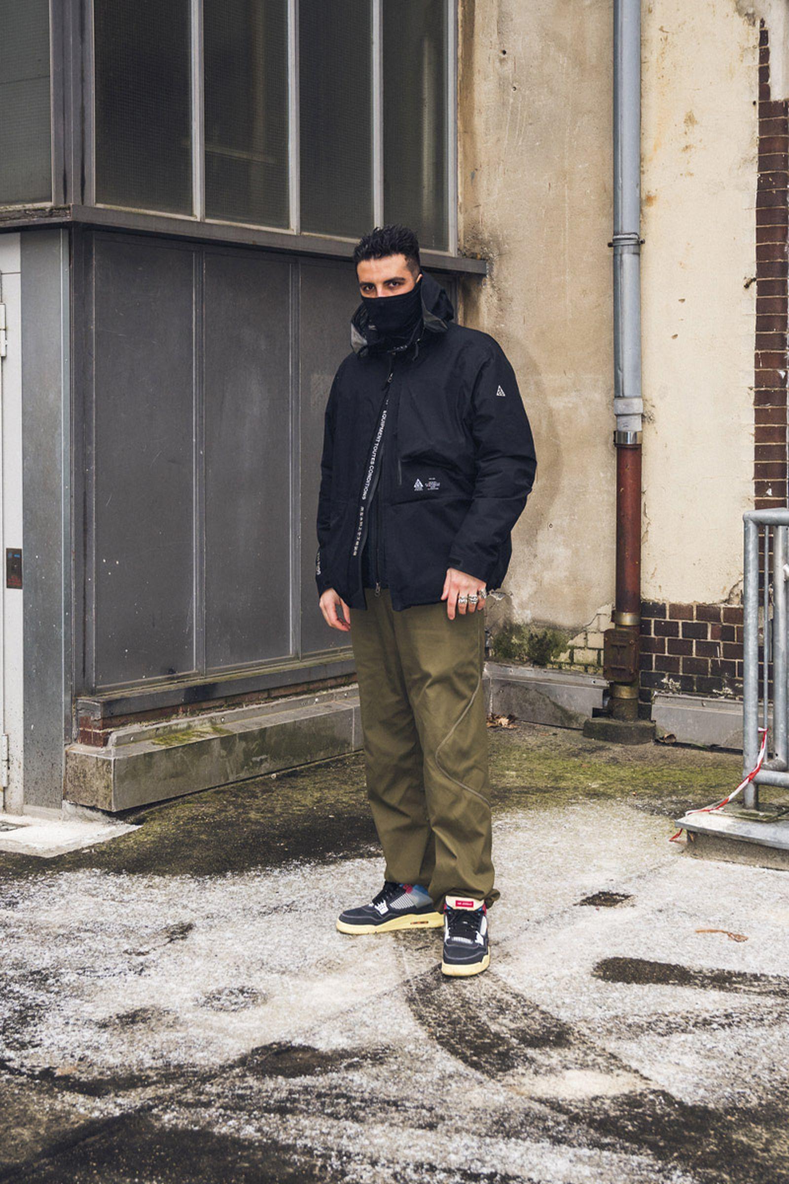 beinghunted-robert-smithson-not-in-paris-@kane-800x1200