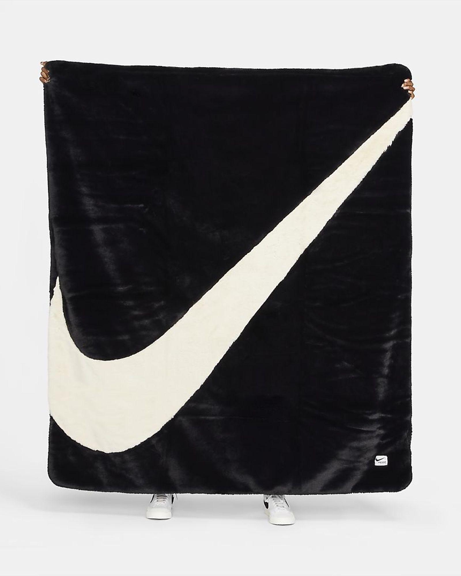 nike-swoosh-blanket-03