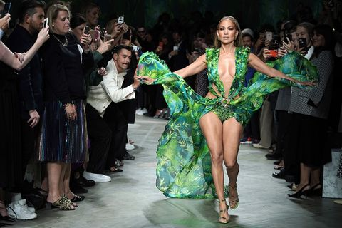 Jennifer lopez walks runway in green Versace dress