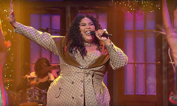 Lizzo makes SNL debut wearing custom Dapper Dan