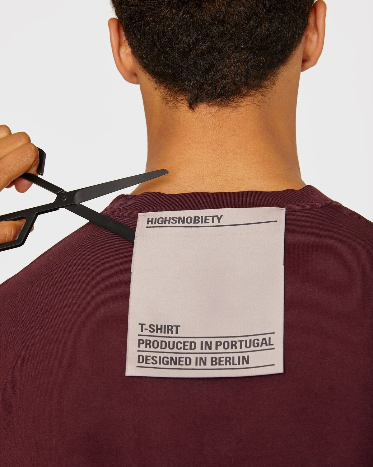 Highsnobiety Staples — T-Shirt Burgundy - Image 4