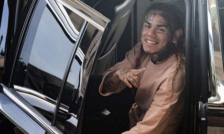 6ix9ine in car