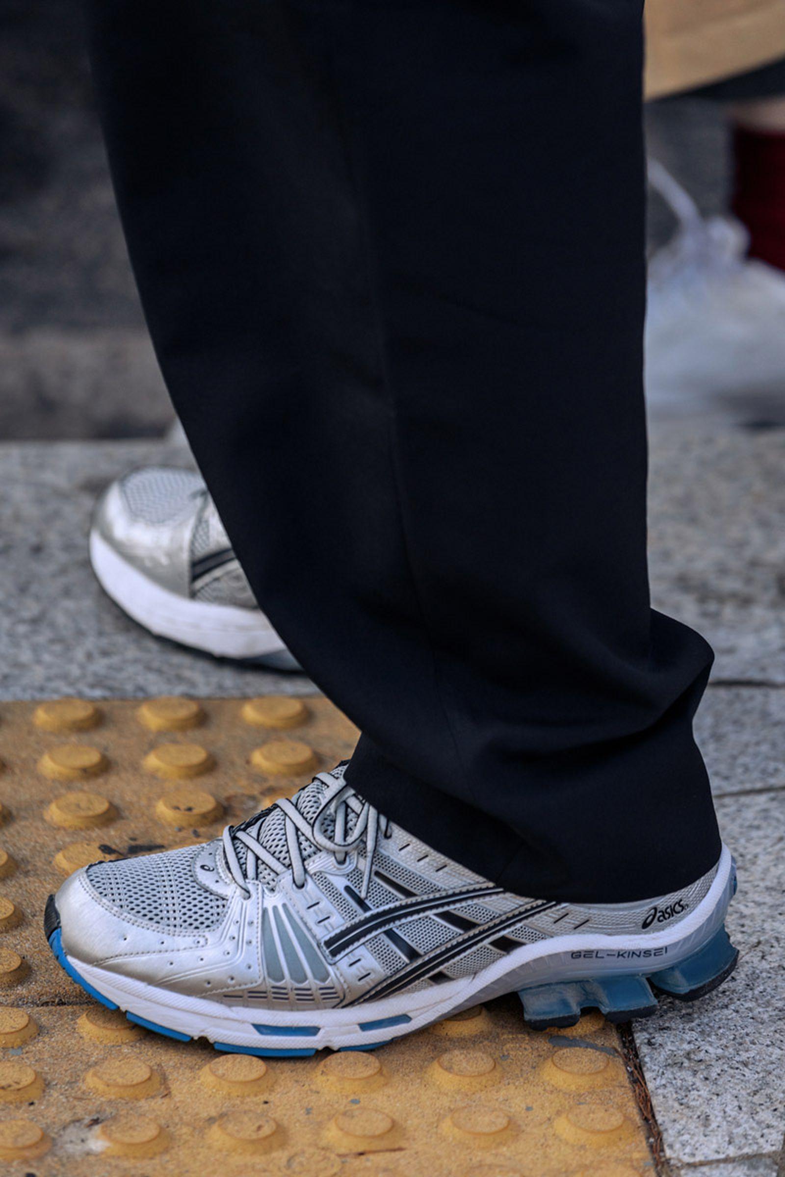 seoul-fashion-week-sneaker-street-style-ss20-20