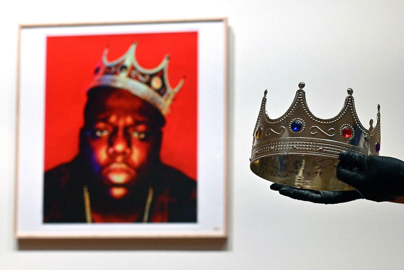 beyonce-jay-z-biggie-crown-main01