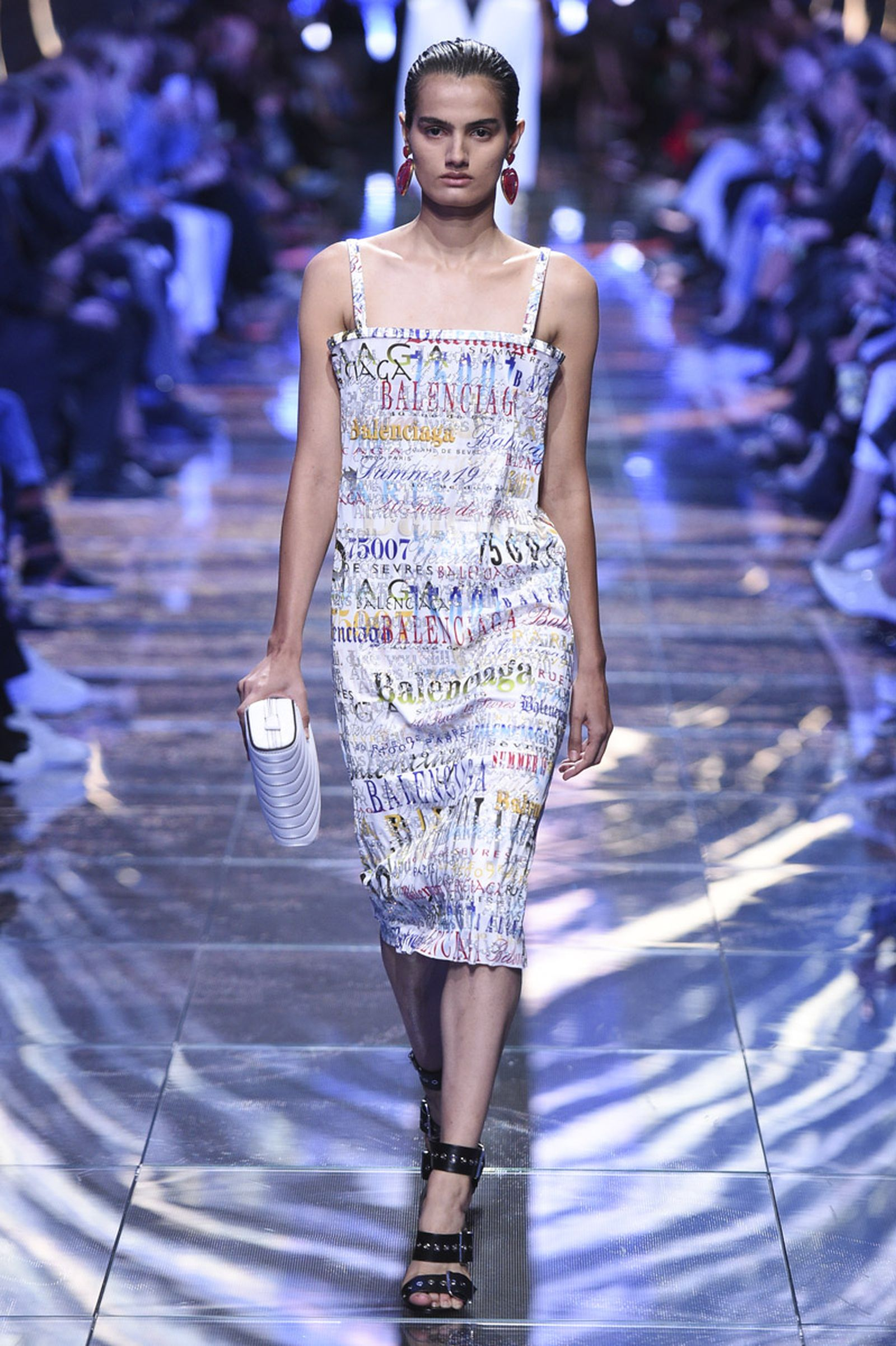 balenciaga ss19 fashion show demna gvasalia runway