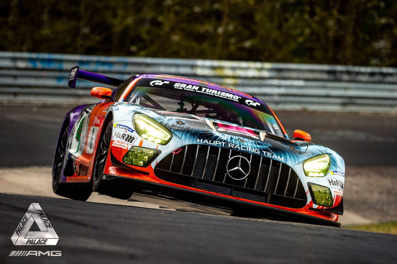 PALACE mercedes AMG gt3 collab (1)
