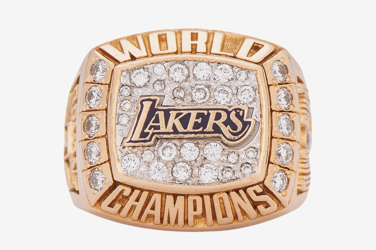 One of Kobe Bryant's NBA Championship Rings Fetches $206K at Auction