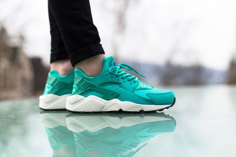 brand new 750f0 5b8f1 Nike has just dropped off a new spring-proper colorway of the Air Huarache  Run especially for the ladies. The kicks boast a teal upper, which has been  done ...