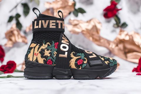 timeless design 08fb4 19b33 Nike x KITH LeBron 15 Lifestyle 'King's Crown' | What Drops Now