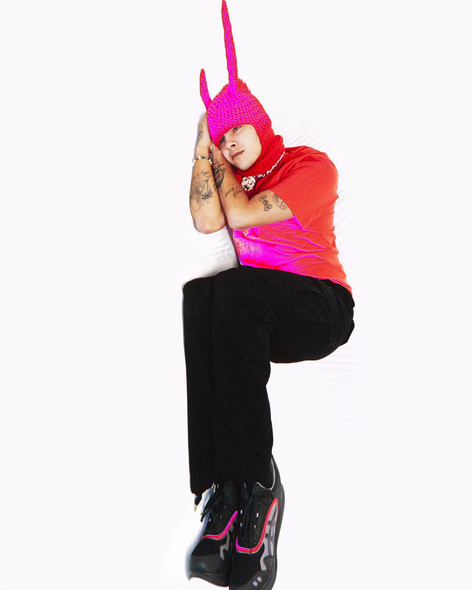 T-shirt 194 LOCAL Pants JUNYA WATANABE Hat MEG WELLS Sneakers KIKO KOSTADINOV X ASICS
