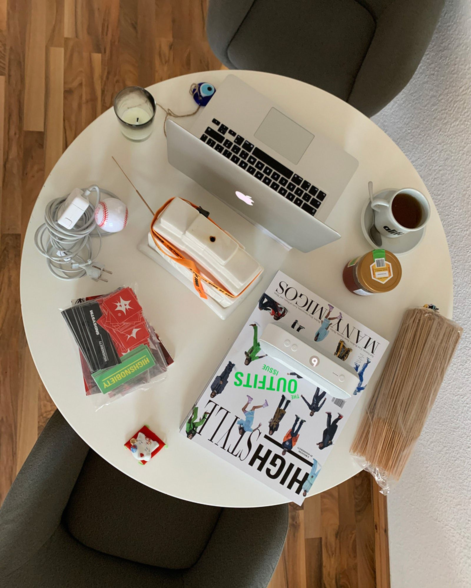 wfh-office-tour-look-inside-home-offices-hendrik-01