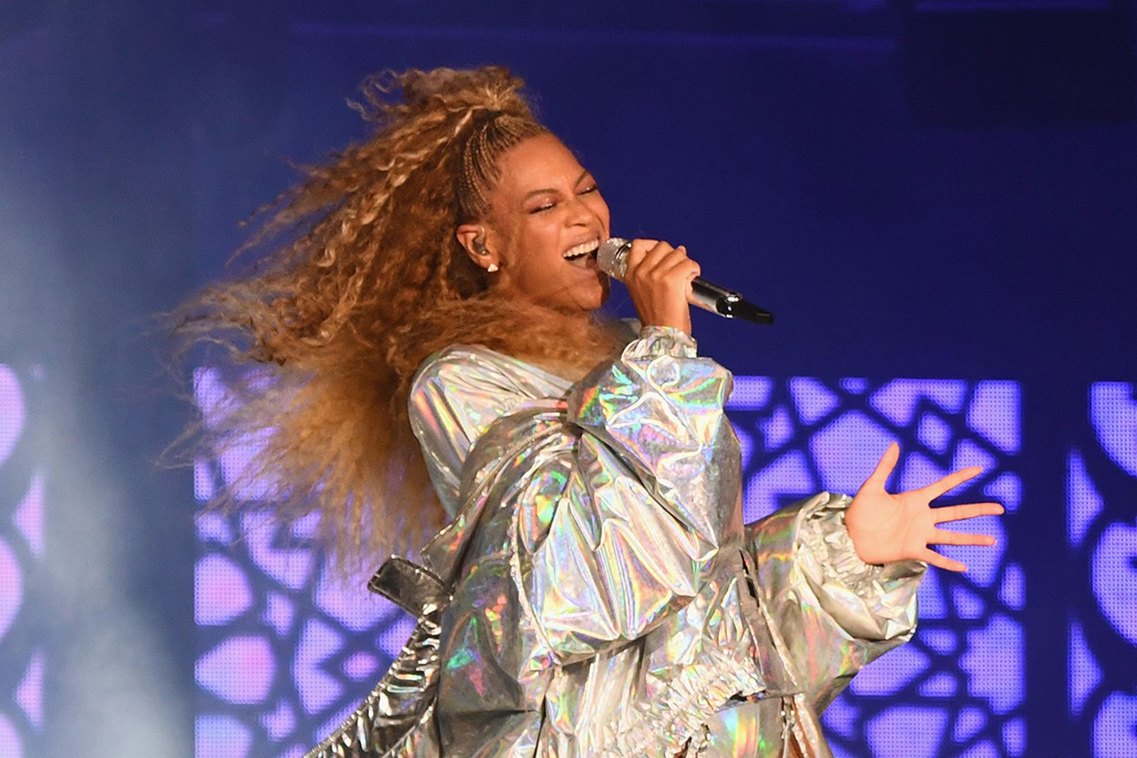 """Beyonce performs onstage during the """"On The Run II"""" Tour"""