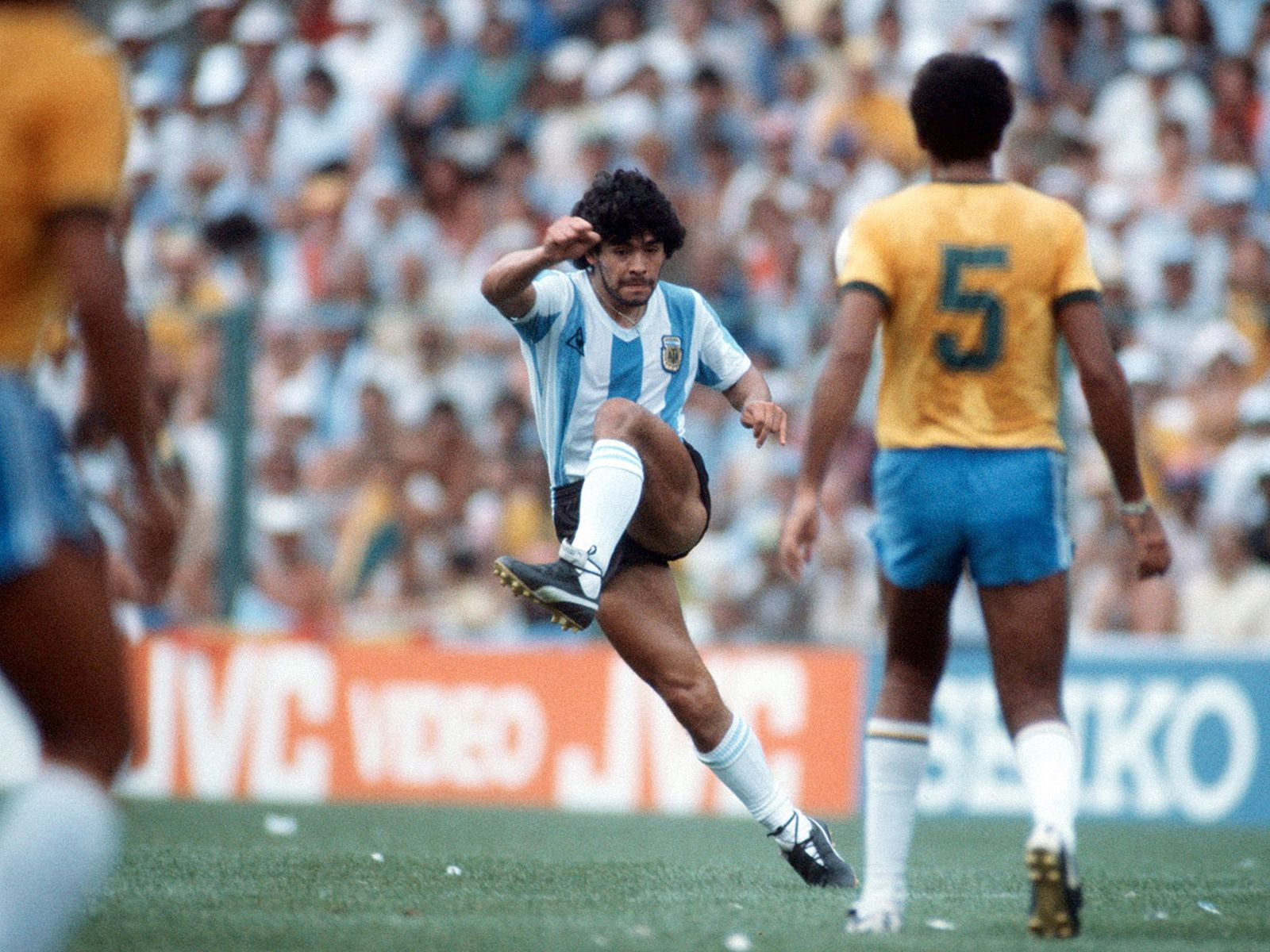 football-boots-maradona-02