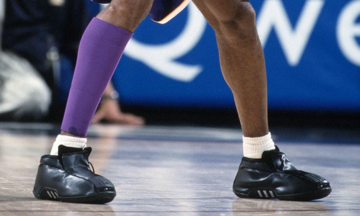 cascada frotis Punto de exclamación  adidas Kobe 2: A Look Back at Kobe Bryant's Most Bizarre Sneaker