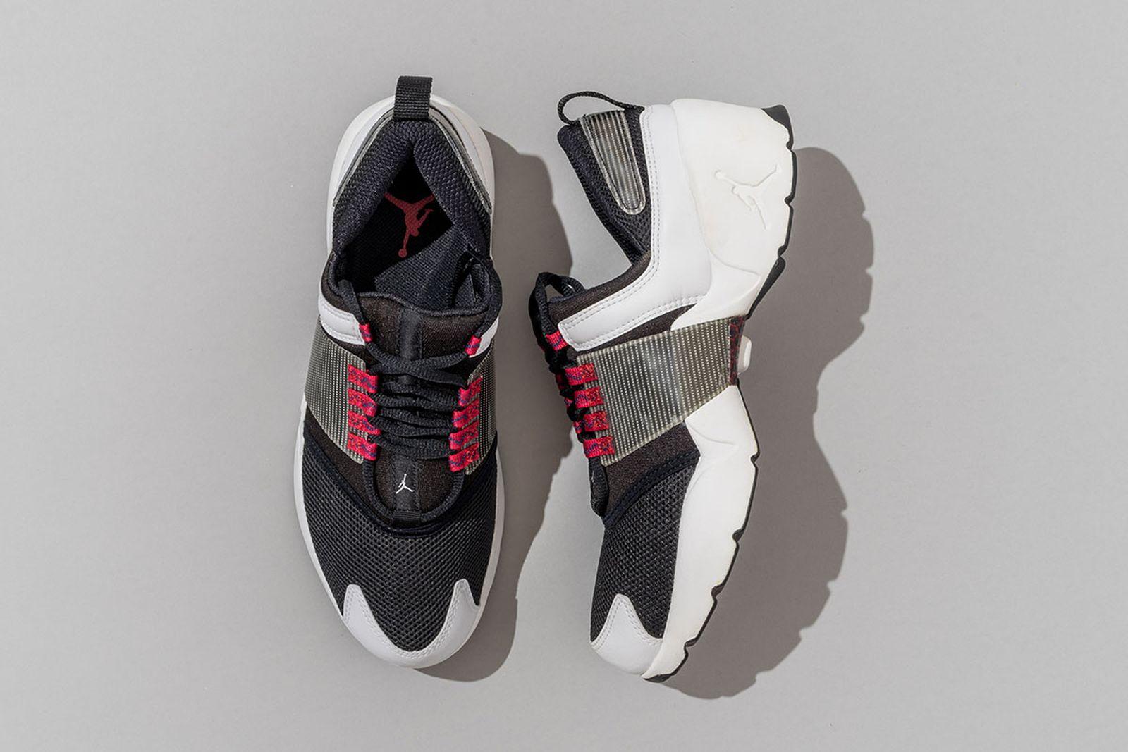2017  Jordan Alpha Trunner Black/White/Gym Red