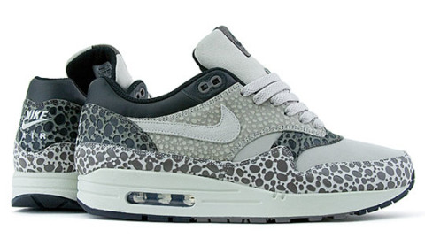The much anticipated Nike Air Max 1 Safari has been released in the US.  Scheduled for Spring 2009, the sneaker has dropped early. The AM1 comes  with a white ...