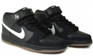 Nike SB January 2010 Dunk Mid