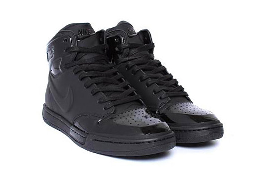 nike all black sneakers