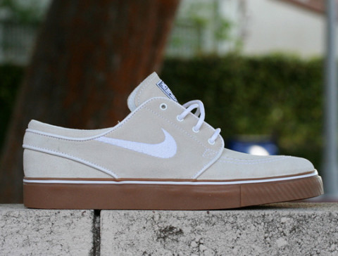 The Nike SB Stefan Janoski remains to be one of our favorite lifestyle  skate sneakers. The clean silhouette with the nice details gets us every  time.