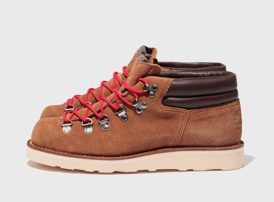 Brown Winter Boots With Red Laces | Santa Barbara Institute for ...