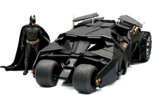 The Dark Knight: 1/6th Scale Batmobile Collectible