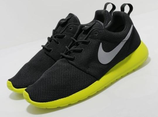 Nike Roshe Run Volt Black