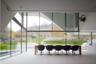 haus am weinberg by unstudio highsnobiety. Black Bedroom Furniture Sets. Home Design Ideas