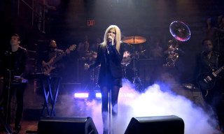 Sky Ferreira Performs 'Everything Is Embarrassing' on Late Night with Jimmy Fallon