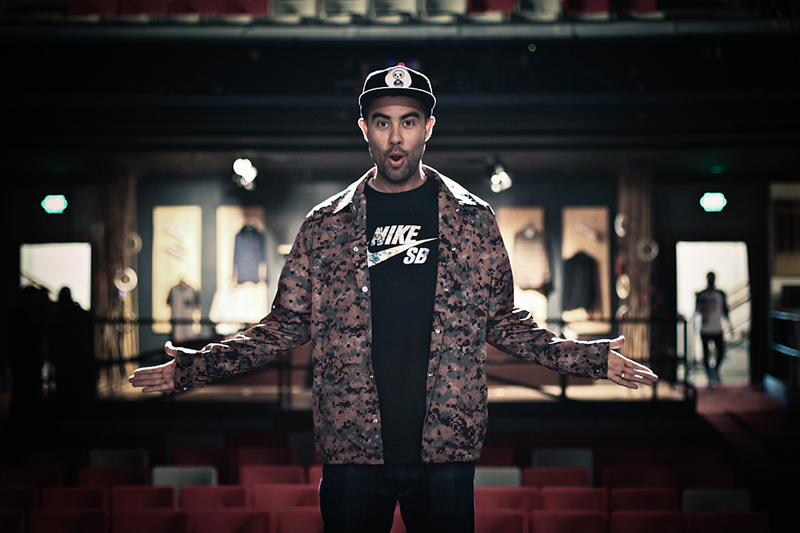 The 42-year old son of father (?) and mother(?), 183 cm tall Eric Koston in 2017 photo