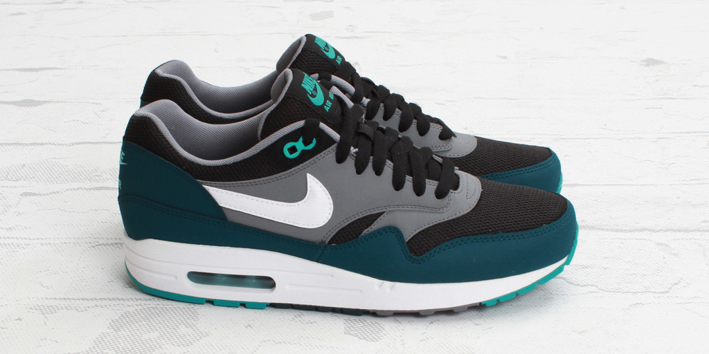 air max 1 black and green