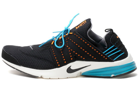 After releasing several new colorways of the hybrid silhouette, Nike has  released this black/blue sail edition of the Lunar Presto for the new  season.