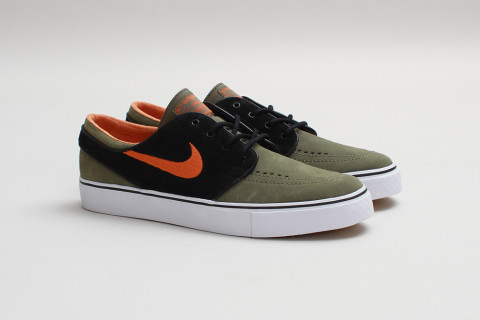 From the mind of an innovative skate legend comes the Nike Skateboarding  Zoom Stefan Janoski, a signature style that blends a minimalist aesthetic  with ...
