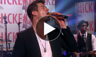"Watch Robin Thicke Perform ""Blurred Lines"" on The Colbert Report"