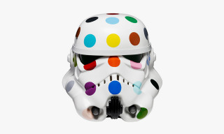 "Damien Hirst Decorates Stormtrooper Helmet for ""Art Wars"""