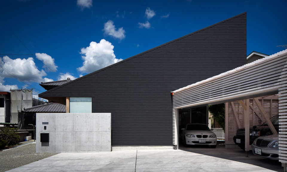 Black roof house by container design highsnobiety for Black roof house