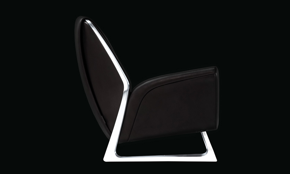 Walter de silva and audi collaborate on luft armchair for Poltrona scarface