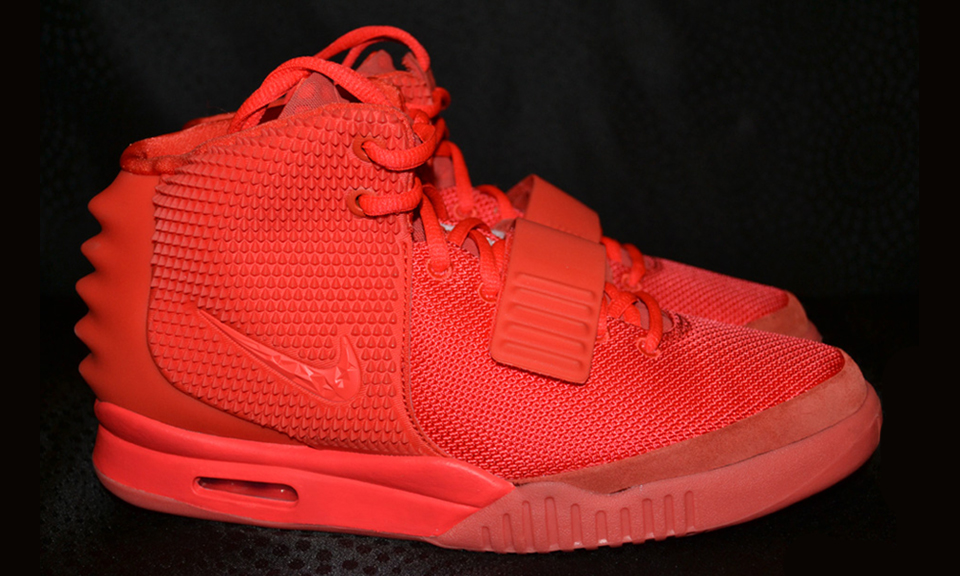 a detailed look at the nike air yeezy 2 �red october