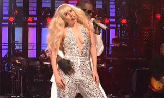 "Watch Lady Gaga and R. Kelly Perform ""Do What U Want"""