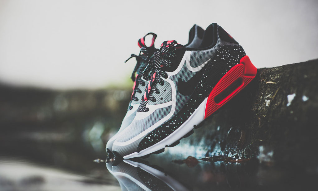 nike air max 90 black with white dots