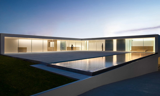 Atrium house by fran silvestre arquitectos highsnobiety - Arquitectura minimalista ...