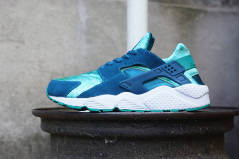 """Nike unveils yet another iteration of their now highly popular Air Huarache  silhouette, with a """"Green Abyss/Turbo Green"""" colorway. Moving away from the  more ..."""