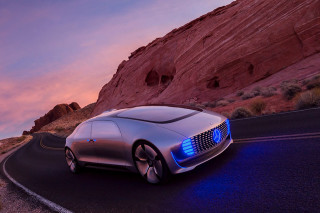 """Mercedes-Benz Unveils Self-Driving F 015 """"Luxury in Motion"""" Concept"""