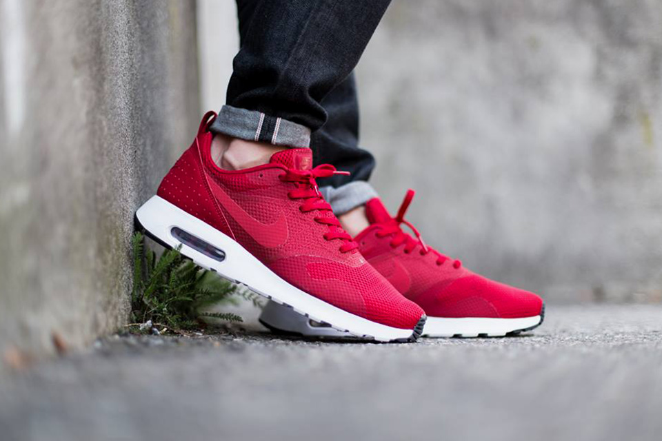 nike air tavas red