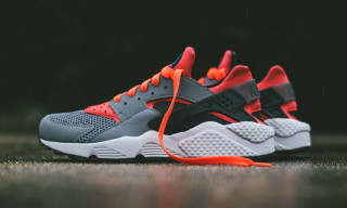 "Nike Air Huarache ""Cool Grey/Bright Crimson"""