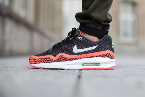 """The Nike Air Max Lunar1 silhouette is updated in a new """"Hot Lava"""" colorway for the summer. Using mesh construction, the shoes offer unparalleled ventilation ..."""