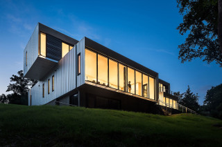 Bridge House by Höweler + Yoon Architecture Blends Indoor and Outdoor Spaces