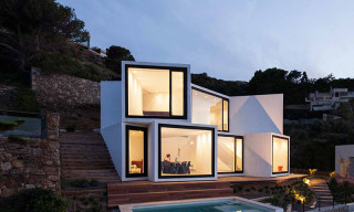 Cadaval & Solà-Morales' Sunflower House Overlooks the Mediterranean Sea