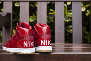 """Nike Drops Patent Leather Dunk High Lux SP """"Gym Red"""""""