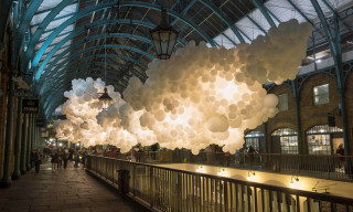 "Charles Pétillon's ""Heartbeat"" Sees 100,000 White Balloons Inundate Covent Garden"
